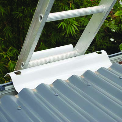 Ladder bracket for safe access to roof